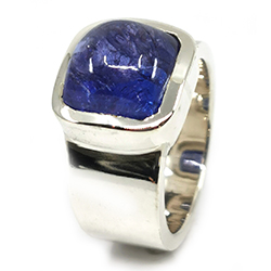 blauer Tansania Cabochon in Silber Ring