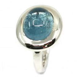 ovaler blauer Aquamarin Cabochon in Silberring